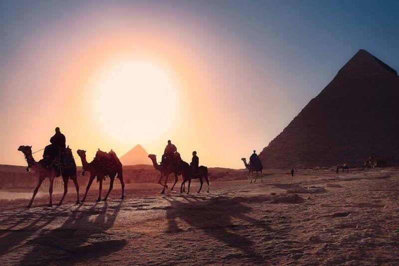 Paseos a camello en las pirámides