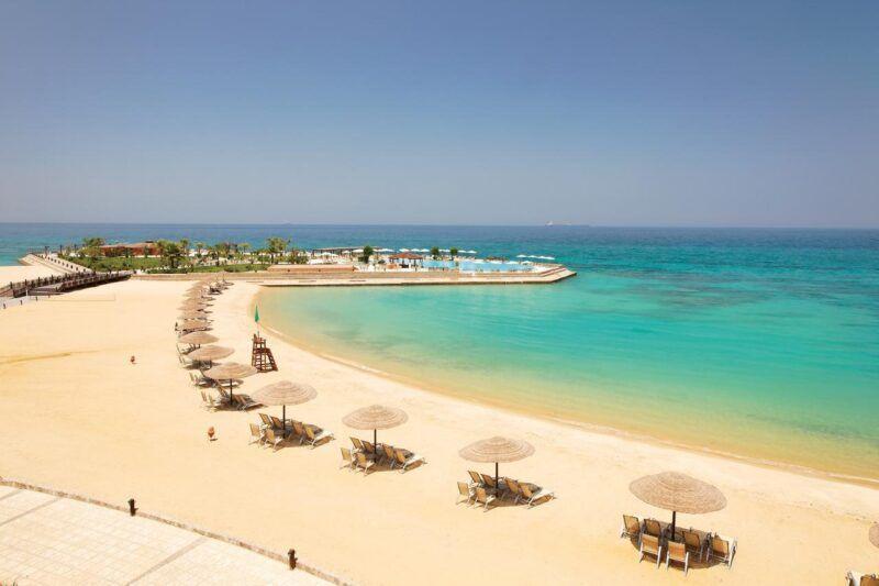 Vista de playa cerca del resort turistico Ein El-Sokhna en Suez