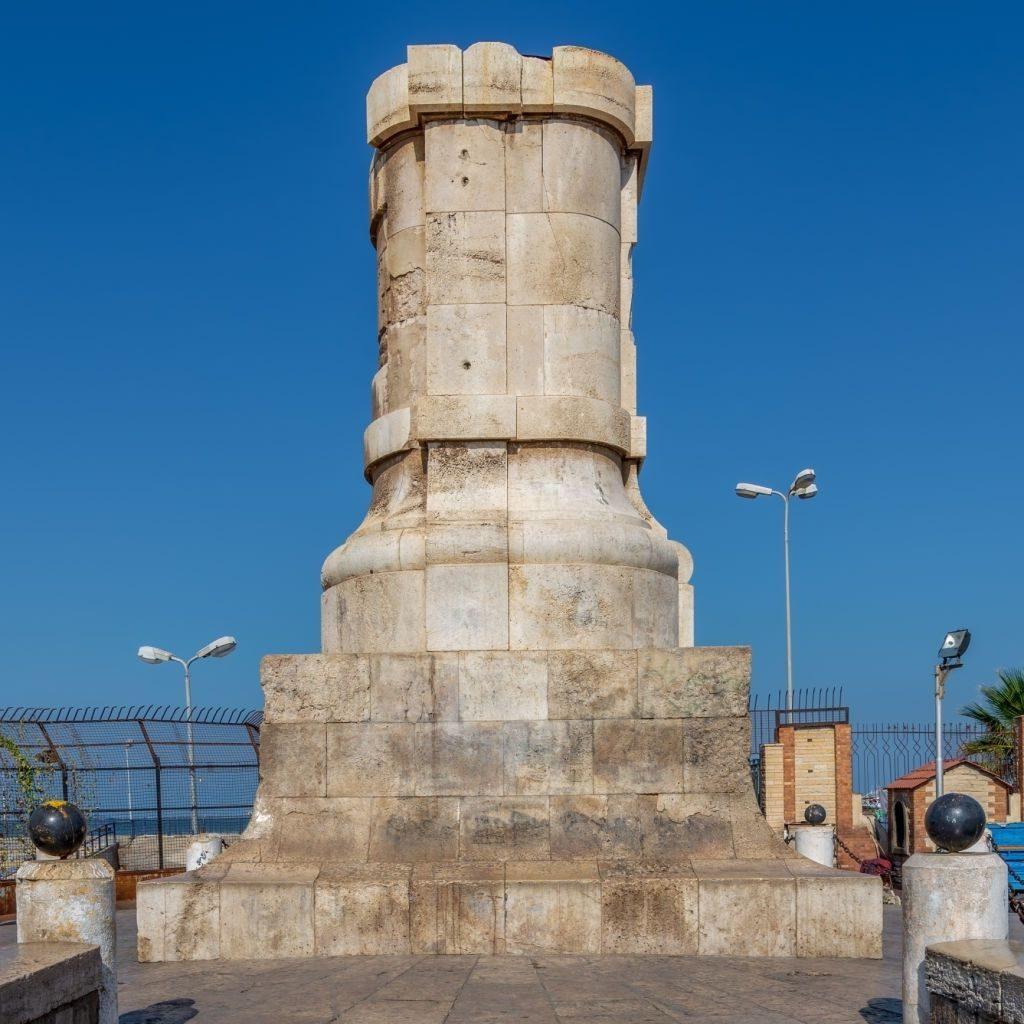 Base de la estatua de De Lesseps