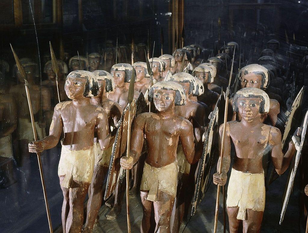 Modelo de madera de tropa de soldados en la tumba de Mesehti I